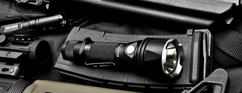 Fenix TK Lampes de poche robustes et puissants