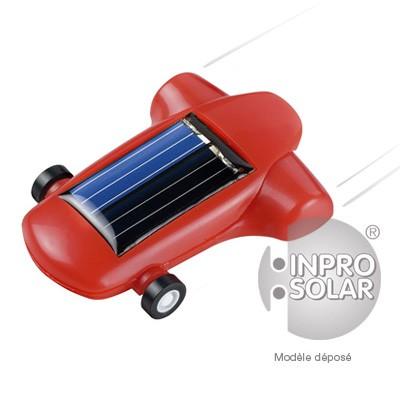 Mini voiture de course solaire rouge