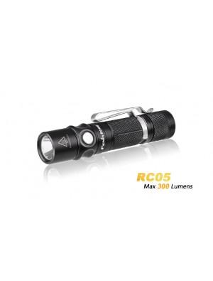 Fenix RC05 rechargeable et fixation magnétique et batterie incluse (300 Lumens)