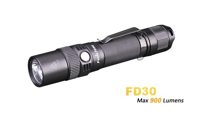 Fenix FD30 - Faisceau réglable - rotation 360° - 900 Lumens - la plus petite de la gamme