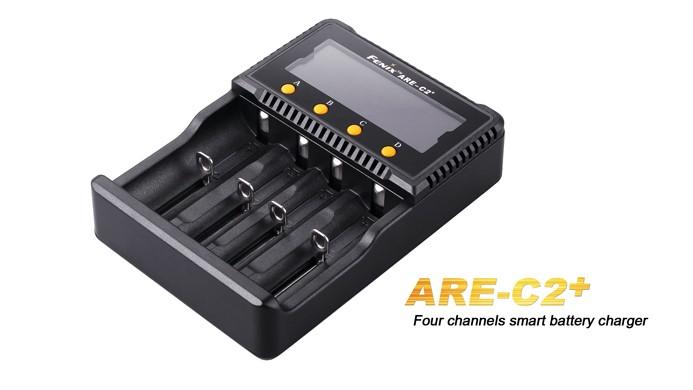 Fenix ARE-C2+ avec écran LCD pour piles 26650 , 18650 , 16340 , 14500 , 10440, Ni-MH / Ni-Cd: AA , AAA , C